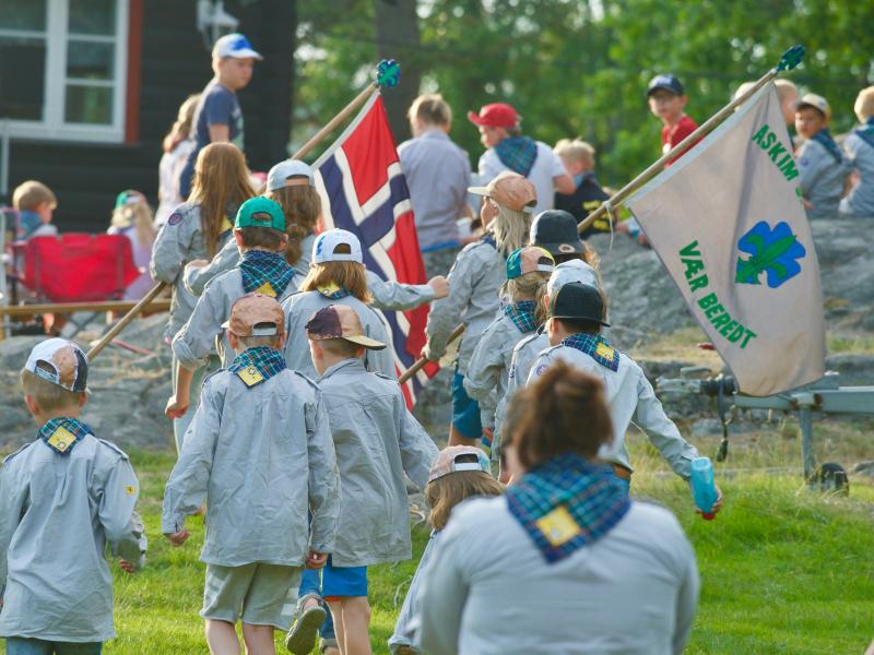 Speidere med banner Vær beredt