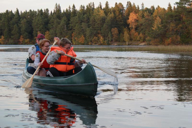 Anders, Nils og Vegard i kano på Lianvatnet